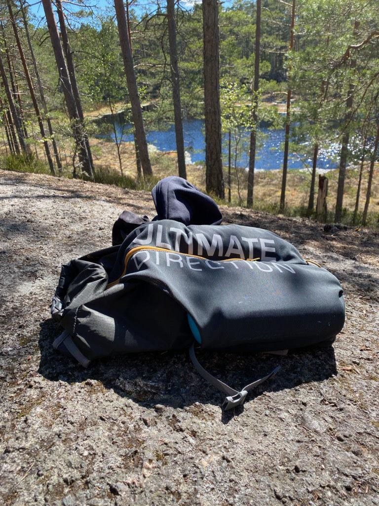 Ultimate Direction Transportväska Fastpack 15 under traillöpningen