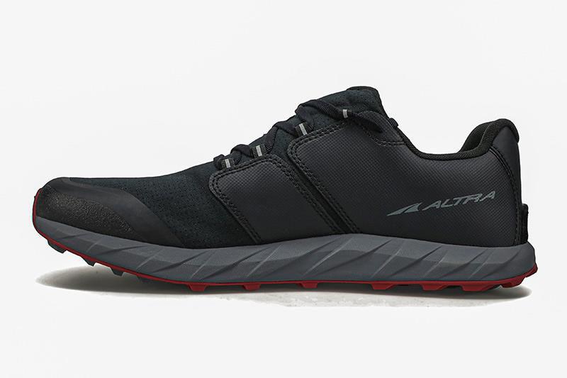 Altra Superior 5-M Black/Red - Lätt trailsko för stig och grus, Herrmodell